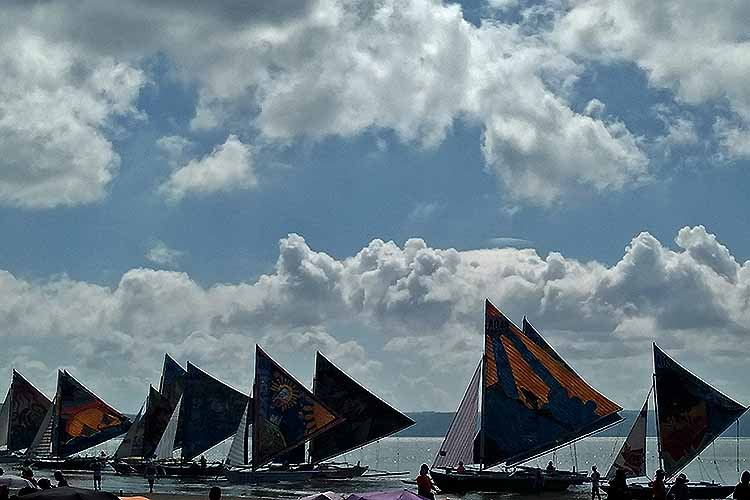 44 sailboats race in search of a perfect wind in Iloilo City