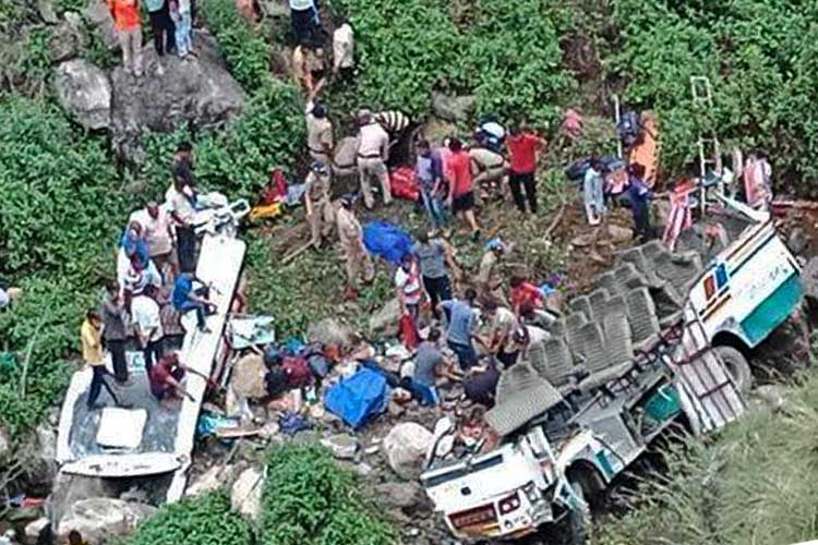 47 die after bus plunges into deep gorge in India