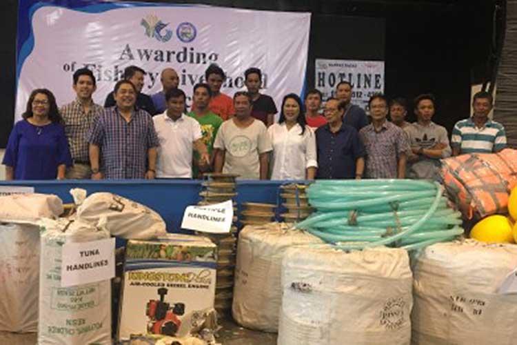 Ilocos Norte fisherfolk get P3.7-M fishing gears, paraphernalia