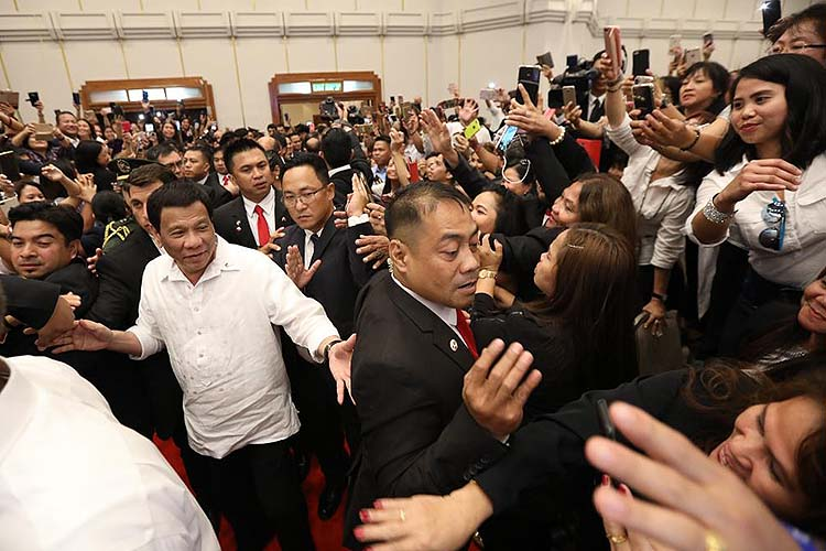 OFWs give Duterte 'rockstar' welcome in Israel