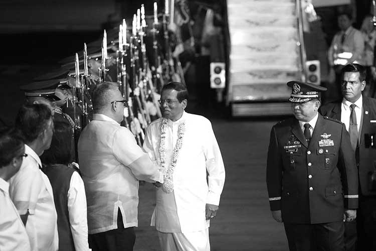 SRI LANKA PRESIDENT IN MANILA