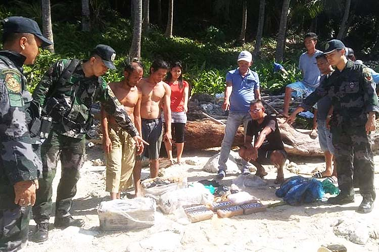 DavOr coastal town residents fish out more cocaine bricks