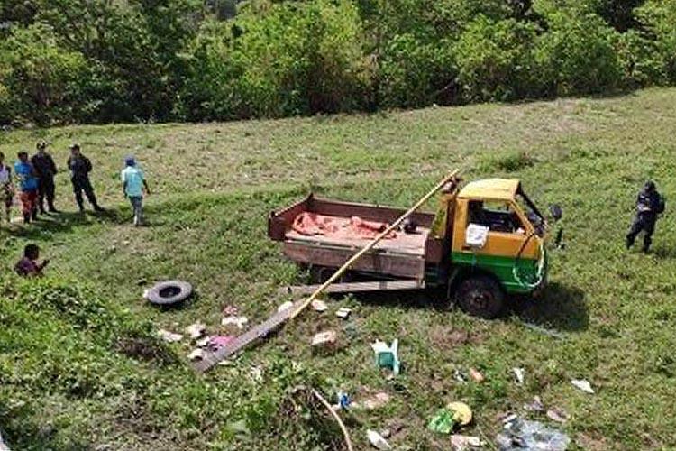 7 dead, 15 hurt as truck falls off ravine