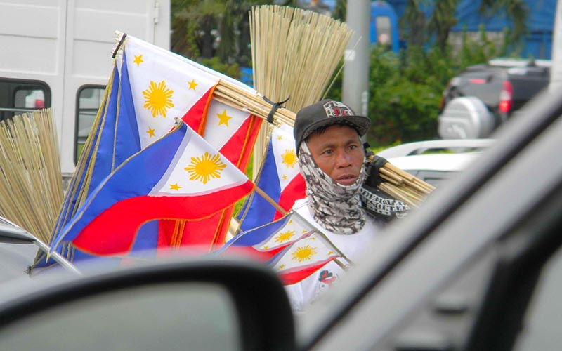 SELLING PH FLAGS - Northbound Philippines News Online