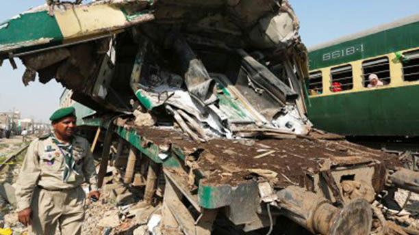 Train collision kills 10, injures more than 50 in Pakistan