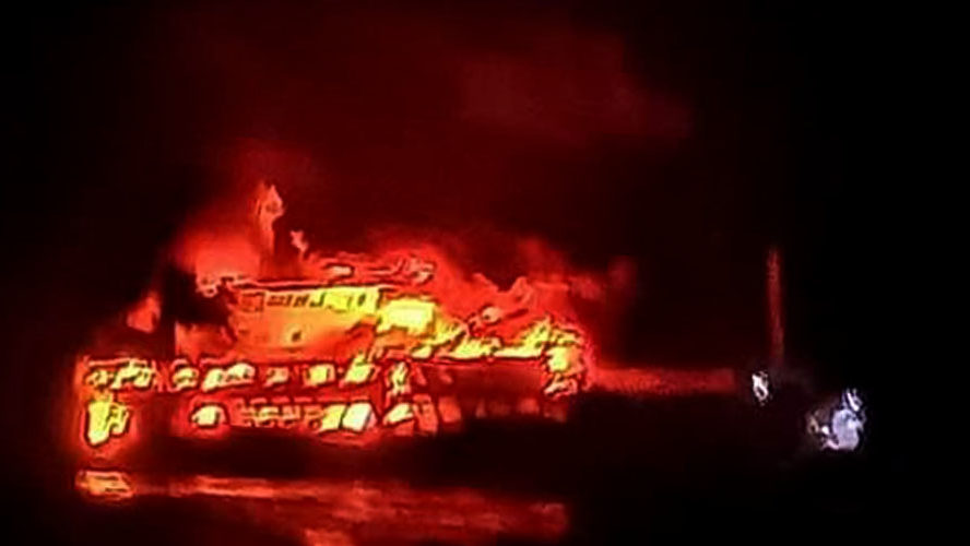 Ferry in flames, 24 passengers still missing, Philippines VIDEO