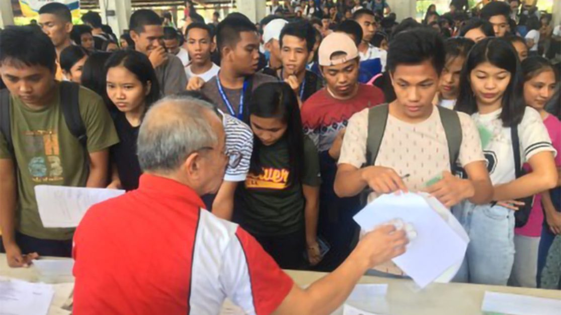 CHED distributes notices of awards to 759 Ilocos Norte scholars