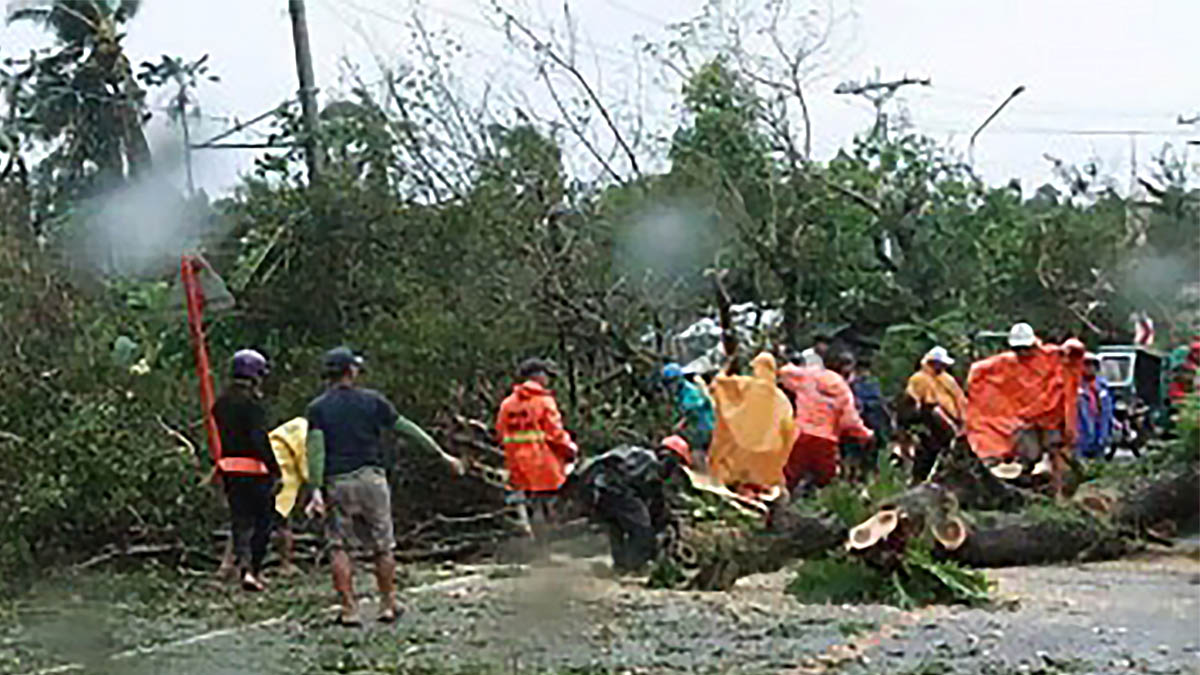Bicol to Manila roads impassable after 'Tisoy' onslaught
