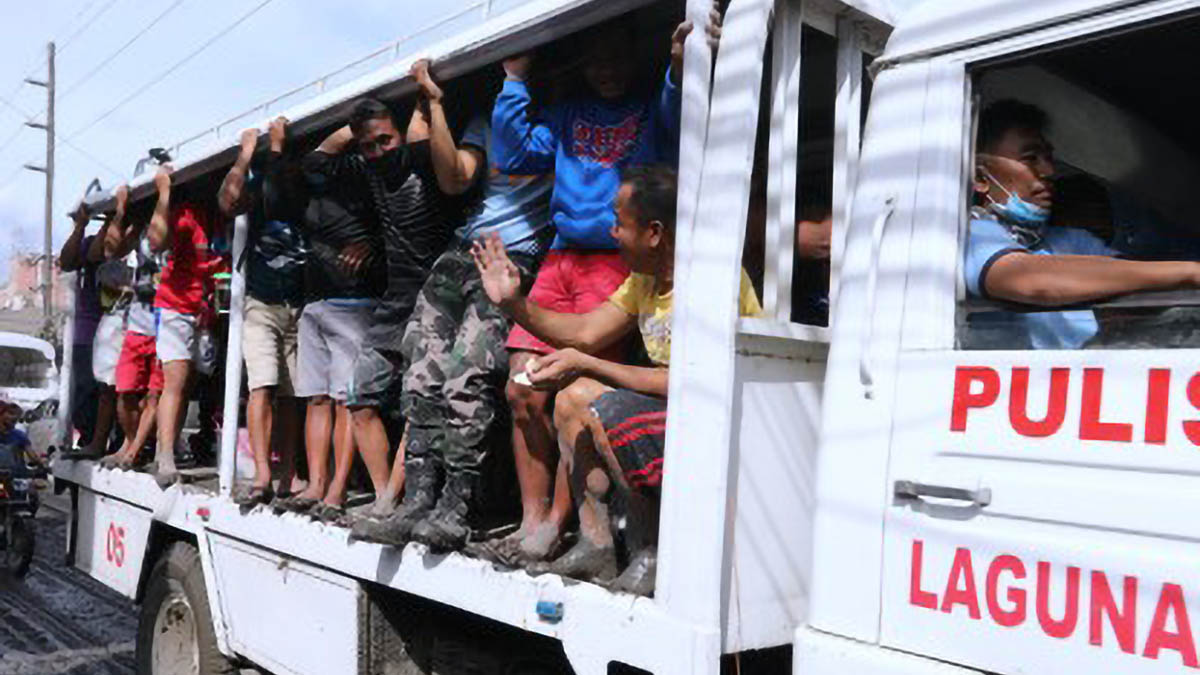 Talisay residents move to safer ground
